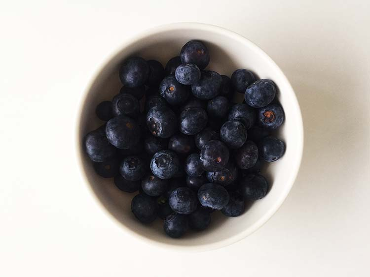 Blueberries - 5 foods that help you beat the common cold